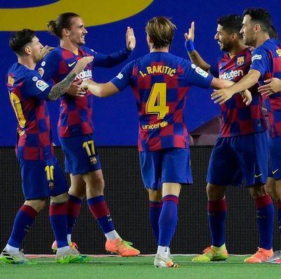 Barcelona gana y el Espanyol desciende