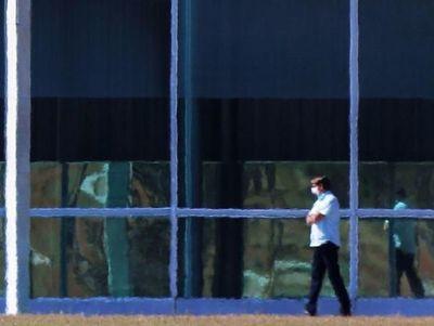 Bolsonaro, enfermo pero desafiante ante el coronavirus que se expande