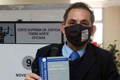 Abogado lanza libro sobre el juicio ordinario en lo civil