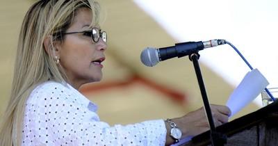 """Presidenta de Bolivia es """"asintomática"""" al COVID-19, dice su médico"""