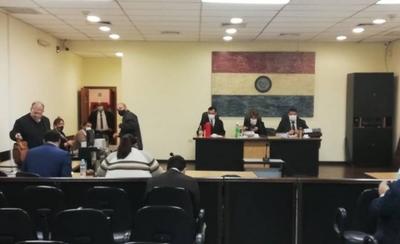 HOY / Condenan a exministro por de la Niñez por millonario desvío del programa Vaso de Leche