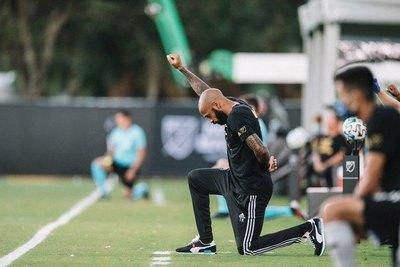 El emotivo gesto de Thierry Henry contra el racismo
