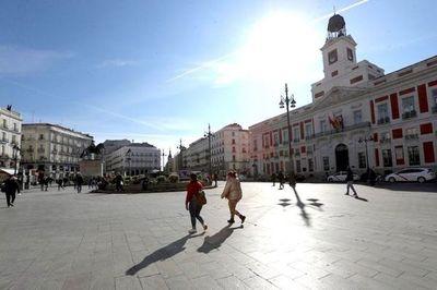 Españoles salen a pasear y una parte del mundo inicia de a poco su desconfinamiento