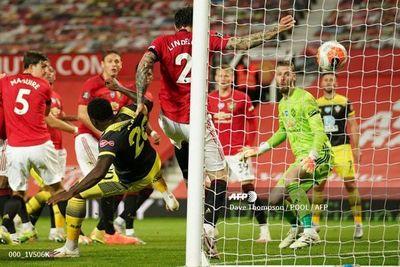 Manchester United se deja escapar dos puntos