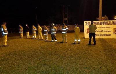 Bomberos voluntarios montan su cuartel frente a la sede de la EBY