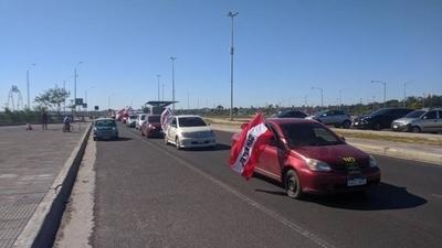 HOY / Funcionarios realizaron caravana en rechazo a la expropiación de tierras de Copaco