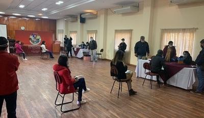 720 jóvenes reciben primer pago por becas otorgadas a través de la EBY