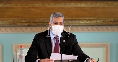 """Ejecutivo analiza cambios: El """"jaque"""" a ministros en la cuerda floja"""