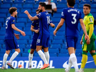 Con una sufrida victoria, Chelsea pone un pie en Champions