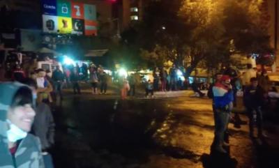 HOY / Protesta en CDE ante la crisis económica: reportan incidentes entre manifestantes y la Policía
