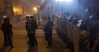 CDE: manifestantes cierran frontera, repudian corrupción y exigen reapertura