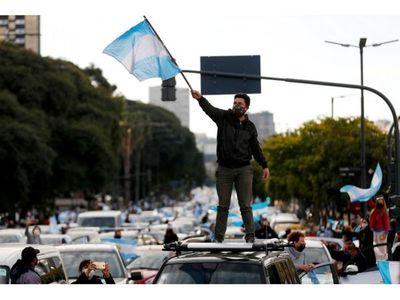 Calificadora rebaja a default la nota de  bonos argentinos