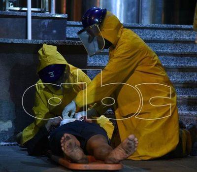 Bomberos asistieron a un hombre herido con arma blanca