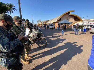 Desesperados ante el paro comercial, en frontera se enfrentan a militares