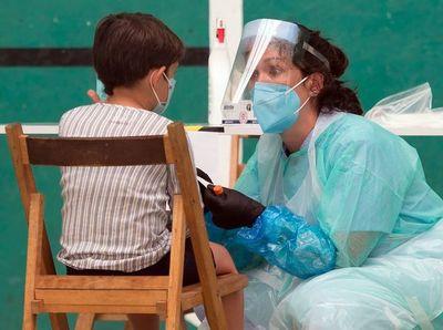 Restricciones regresan para millones de personas y crece esperanza de una vacuna