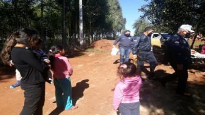 Policías llevaron donación a huerfanitos de víctima de feminicidio