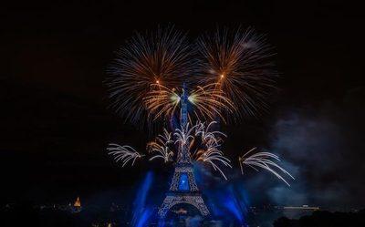 Celebran Día de la Bastilla con imponente show de fuegos artificiales