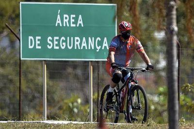 Brasilia se suma a la acelerada reapertura de un país con 74.000 muertos