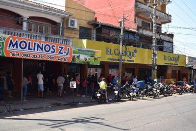 Municipalidad de Luque trata de justificar falta de control y ordena el uso obligatorio de mascarillas