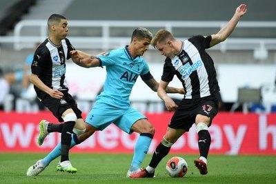 Con Almirón en cancha, Newcastle cayó de local ante el Tottenham