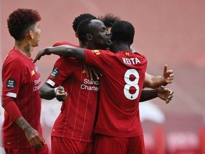 Liverpool levantará la Premier League en la grada The Kop de Anfield
