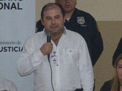 Ex director de cárcel imputado tras masacre se presenta luego de un año