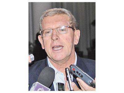 Schupp declaró importante riqueza al dejar cargo e igual accedió a préstamo