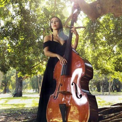 Nat Mendoza: cantora de raíz
