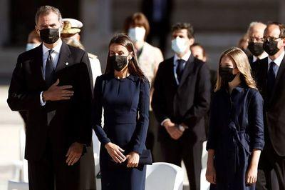 España recuerda a las víctimas de la pandemia en una ceremonia solemne