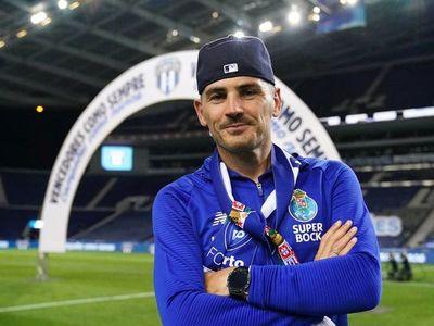 Casillas pisa Do Dragão 14 meses después para celebrar la liga del Porto