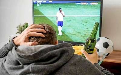 HOY / Directora vota por el sí a la fase 4, pero le preocupan las reuniones para ver partidos de fútbol