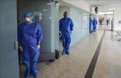 Círculo de Médicos exige no pasar a la fase 4