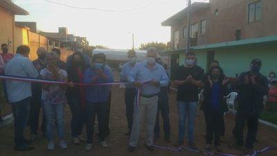 Intendente inaugura más de 7 cuadras de empedrado en el barrio Guaraní