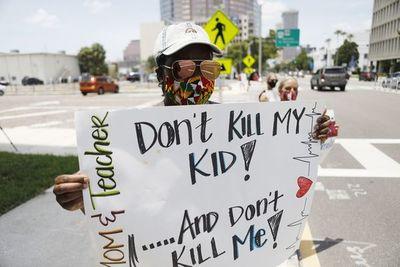 Florida en el centro de la pandemia y de la batalla por reabrir las escuelas