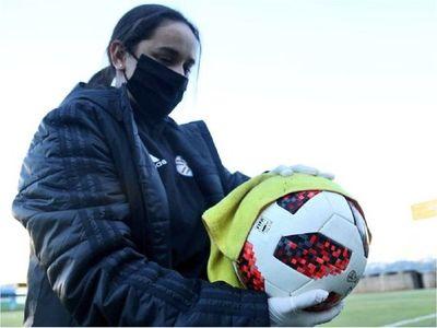 Positivos ponen en peligro la vuelta del fútbol