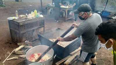 Miles de familias sobreviven gracias a las ollas populares en Alto Paraná