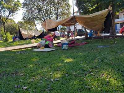 Indígenas copan de nuevo la plaza frente a la Gobernación y exigen asistencia de autoridades