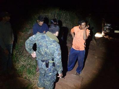 Peones de una estancia fueron retenidos por hombres armados