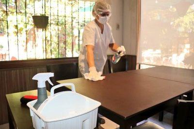 Capacitan a gastronómicos y hoteleros sobre la correcta manipulación de alimentos