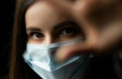 Reino Unido encarga a una espía el rastreo de rebrotes de coronavirus