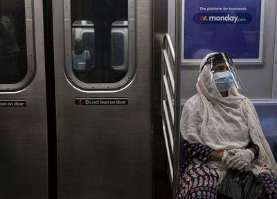 Muertes por COVID-19 rozan el millar diario en EE.UU.