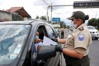 Militares salen a las calles de Quito para contener la propagación del coronavirus