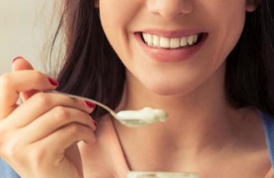Esto es lo que le pasa a tu cuerpo cuando comes yogur