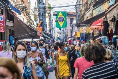 """La OMS indica que la propagación del coronavirus en Brasil """"alcanzó una meseta"""""""