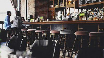 En EE.UU., no todos los restaurantes tienen prisa por reabrir sus comedores