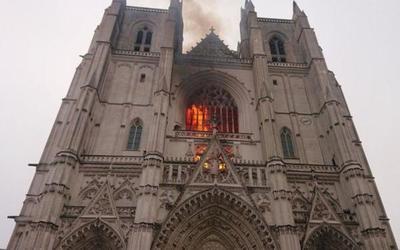 Incendio en histórica Catedral de Nantes, Francia, pudo haber sido provocado
