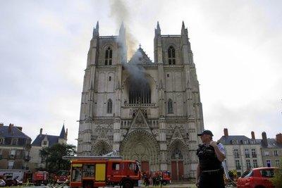 Un incendio en la catedral de Nantes reaviva el triste recuerdo de Notre Dame