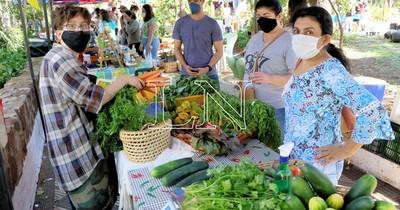 Luego de 4 meses de cuarentena, volvió la feria agroecológica en la Plaza Italia