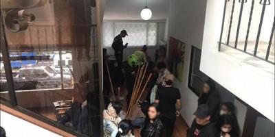 Medio centenar de jóvenes detenidos por hacer fiesta en cuarentena en Bolivia