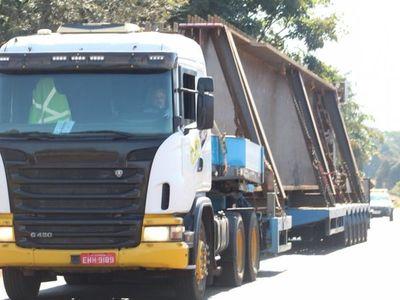 Puente de la Integración: Segunda viga gigante llega a Foz de Yguazú